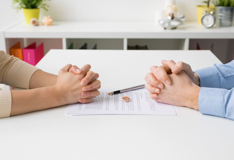 How to Sell a House During a Divorce in Arizona
